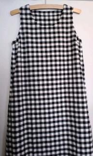 西館美奈さんの服